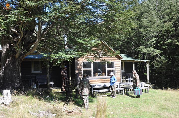 新西兰狩猎 狩猎 打猎 新西兰打猎 大洋洲狩猎 大洋洲打猎 赤鹿狩猎 赤鹿打猎 野外狩猎 全野外狩猎 新西兰野外狩猎 新西兰全野外狩猎  野猪狩猎 新西兰野猪狩猎 新西兰南岛狩猎 狩猎公司 新西兰狩猎活动 中国狩猎公司 中国狩猎活动