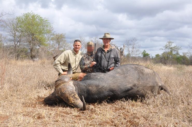 非洲野牛狩猎 非洲狩猎 非洲五霸狩猎 野牛狩猎