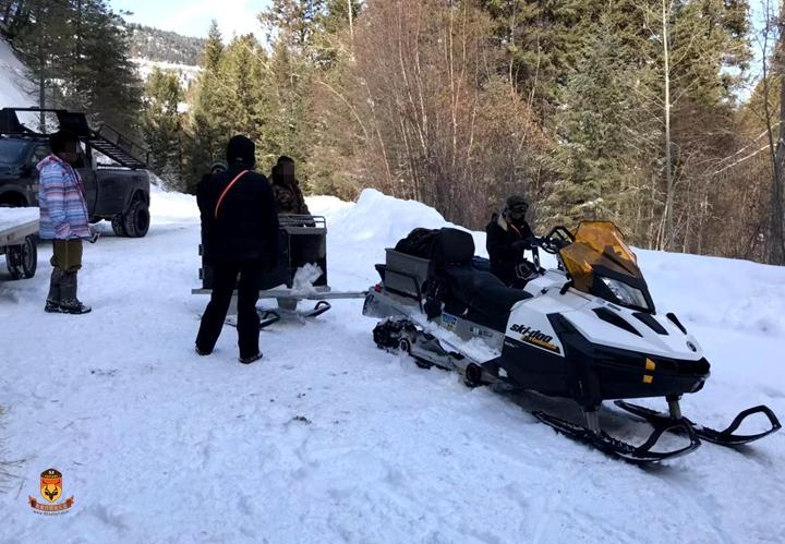 雪地车狩猎