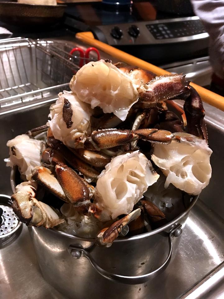 吃新鲜阿拉斯加螃蟹
